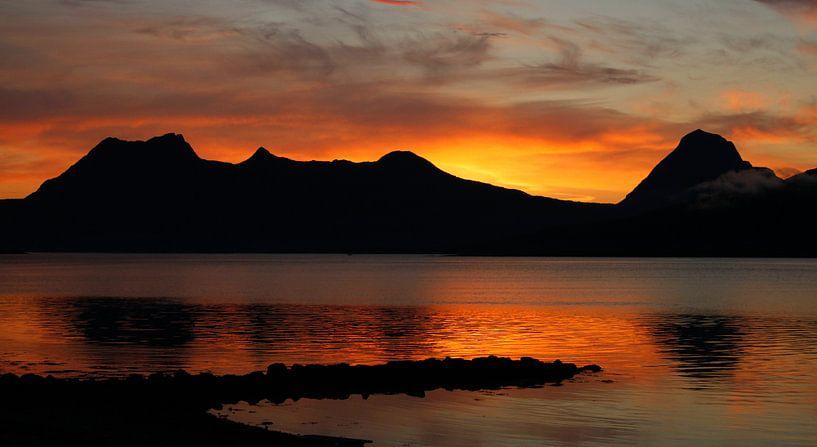 Zonsondergang Noorwegen van Martzen Fotografie