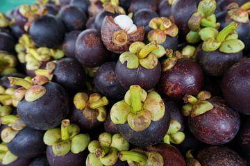 Mangosteen (fruit) van Iris Ritzen