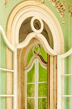 Dreaming of the past - Elegante glazen paleis deuren - Cuba van Marianne Ottemann - OTTI