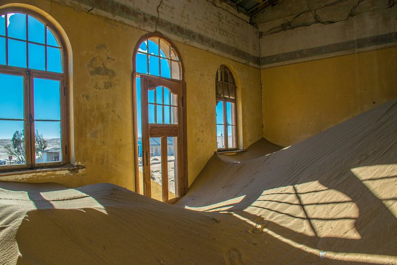 Spookstad Kolmanskop, Namibië van Rietje Bulthuis