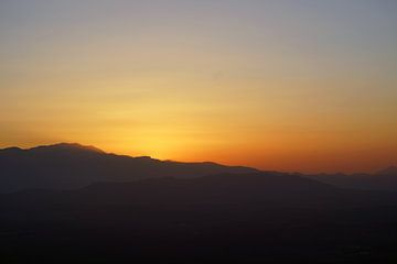 Zonsondergang Lassithi plateau, Kreta van Astrid Tomeij