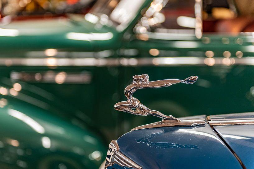 Logo en ornament op een Buick van autofotografie nederland
