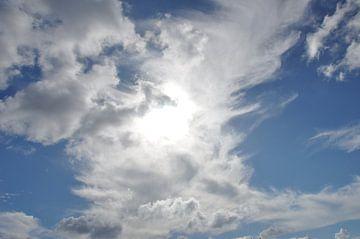 Achter de wolken schijnt de zon van Myrthe Visser-Wind