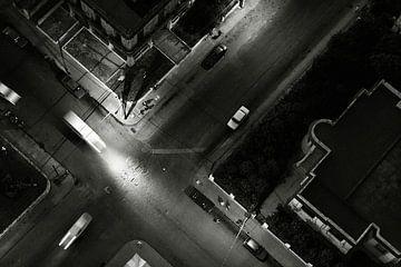 Draufsicht auf die Straße in Havanna bei Nacht von Lars Beekman