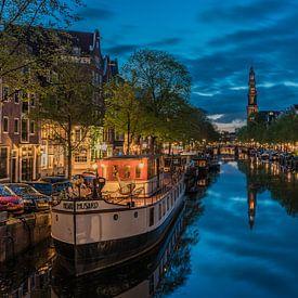Réflexion dans le Prinsengracht près de la Westertoren à Amsterdam. sur Jeroen de Jongh