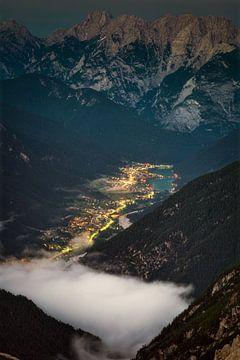 De avond valt in de Dolomieten van Roy Poots