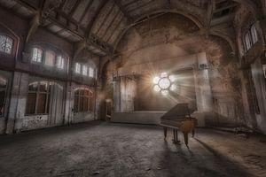 Piano met zonlicht