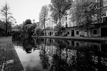 De Oudegracht in Utrecht met de jacobibrug in de verte van De Utrechtse Grachten