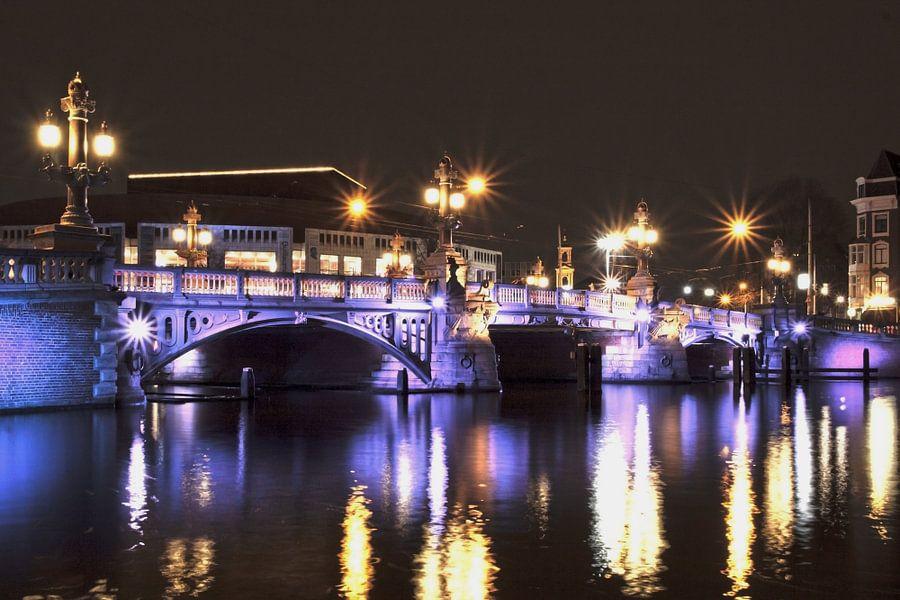 Blauwbrug Amsterdam van Guido Akster