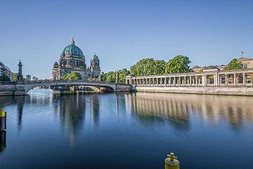 Berlina Dom in de ochtend uitzicht over de Spree naar het Museumeiland van Fotos by Jan Wehnert
