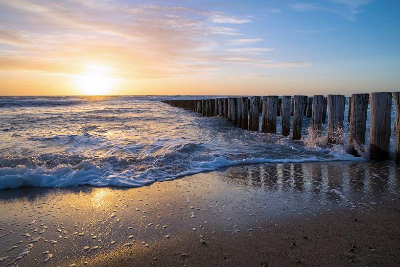 Sunset Valkenisse vlakbij Zoutelande van Zeeland op Foto