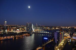 Prachtige Maan over de Maas en Rotterdam
