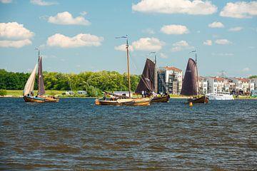 Botters op het Eemmeer bij Spakenburg.