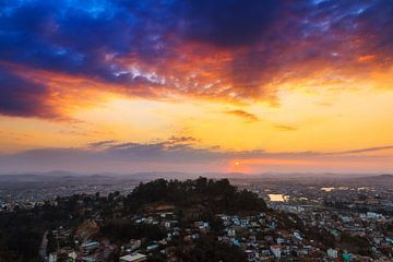 Zonsondergang over Tana von Dennis van de Water
