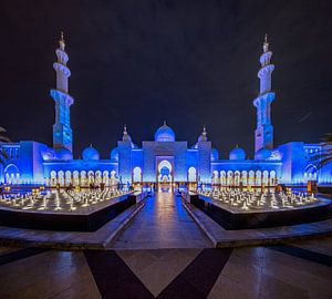 Fonteinen met water voor de  Sheikh Zayed Moskee