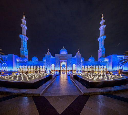 Fonteinen met water voor de  Sheikh Zayed Moskee van