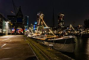 Boot 's nachts in Rotterdam