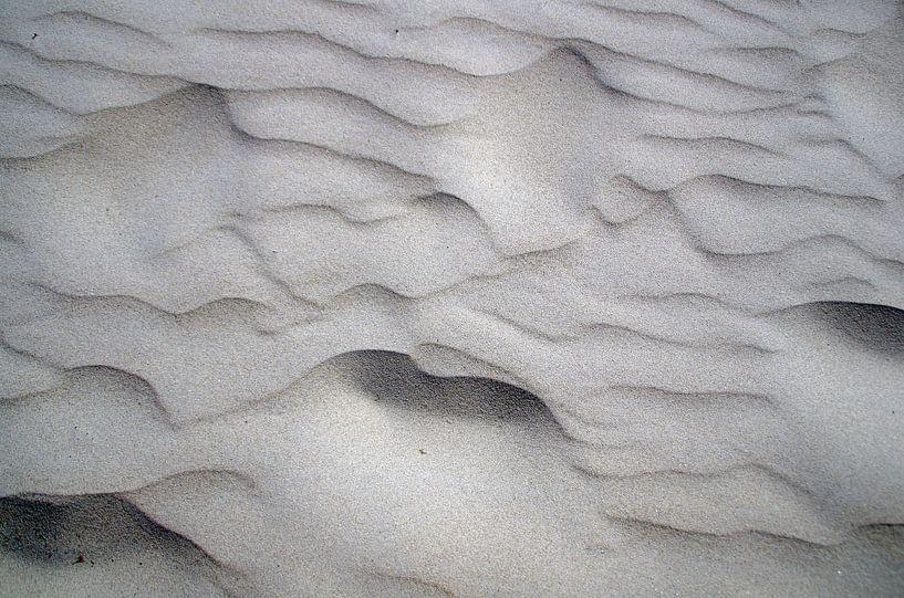 Zandpatronen strand IJmuiden Nederland van Watze D. de Haan