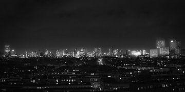 Rotterdam Skyline Panorama (schwarz-weiß) von Joey van Embden