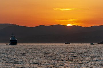 Zonsondergang St. Tropez van Richard van der Woude