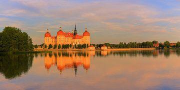 Zonsondergang bij  het kasteel van Moritzburg van Henk Meijer Photography