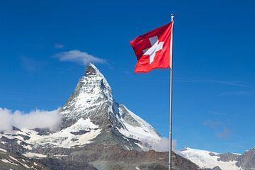 Zwitserse vlag met Matterhorn van Menno Boermans