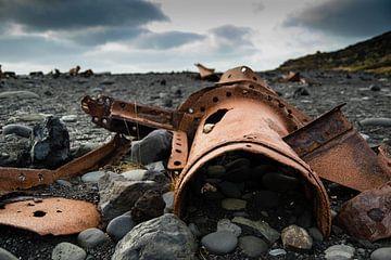 Wrakstukken op Snæfellsnes, IJsland van Marie-Christine Alsemgeest-Zuiderent