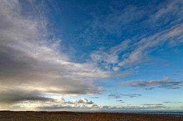 wolkenlucht boven de Waddenzee van Tjiske Regnerus