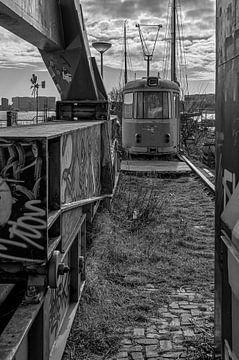 Oude tram op NDSM-werf van Peter Bartelings Photography