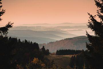 Mistige heuvels in Sauerland van Lars Meijer