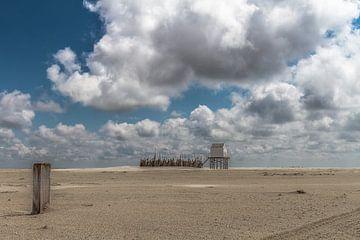 Dit is het Drenkelingenhuisje op de Vliehors op het waddeneiland Vlieland. van ingrid schot