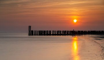 Sonnenuntergang an der Küste von Zeeland von Menno Schaefer