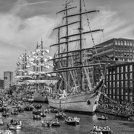Sail Amsterdam in zwart-wit von John Kreukniet
