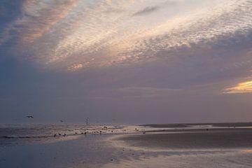 Zonsopkomst strand Schiermonnikoog van Margreet Frowijn