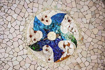 Deckenmosaikfliesen von Gaudi im Parc Guell Barcelona von Andreea Eva Herczegh