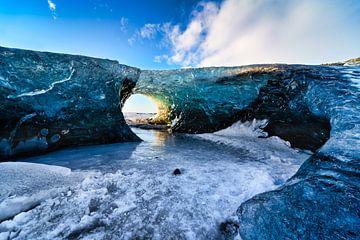 Een ijsgrot in de Breiðamerkurjökull gletsjer van Henry Oude Egberink
