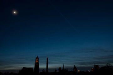 Utrecht bei Nacht, mit Mondschein und Dom Turm von Remke Spijkers