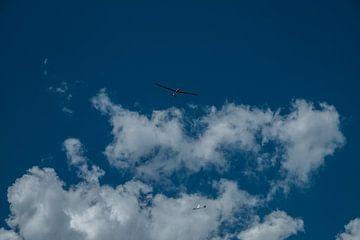 Zweefvliegtuigen in de lucht van Martijn van den Hil