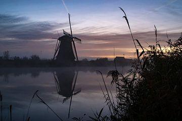 Des moulins au lever du soleil