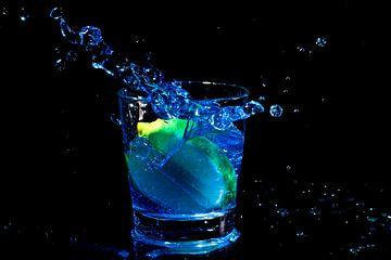 Blue Curacao splash met citroen van Nisangha Masselink