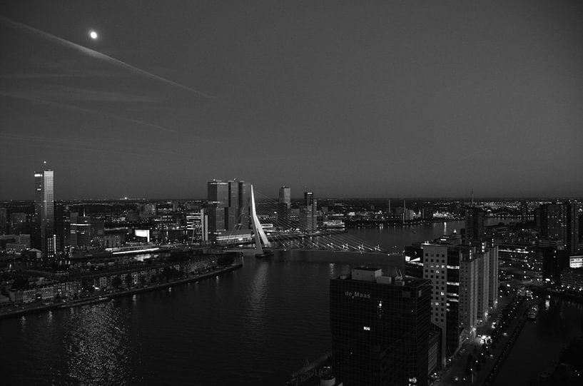 Rotterdam in de ban van de Maan van Marcel van Duinen
