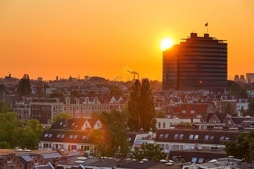 Amsterdam oranje zonsondergang van Dennis van de Water