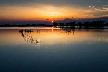 Zonsondergang bij het water, Cavallino Italië von Rene Wassenbergh