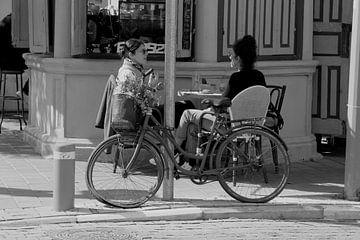 Terrasse de café, Tel-Aviv sur Inge Hogenbijl