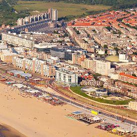 Luchtfoto panorama Scheveningen van Anton de Zeeuw