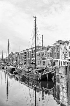 Een schip in Delfshaven van Don Fonzarelli