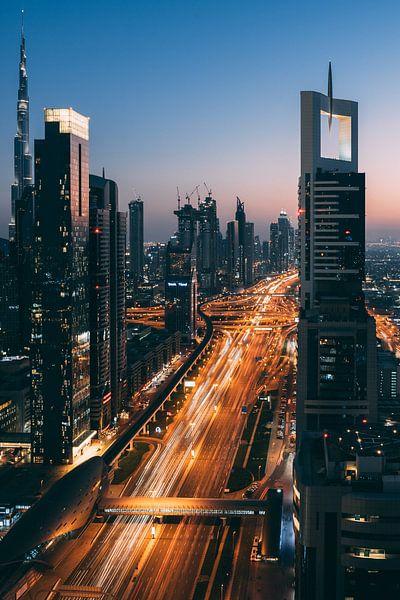 Sunset in Dubai van michael regeer
