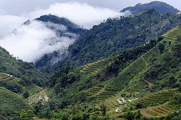 Wolken in den Bergen Nordvietnams von Dokra Fotografie