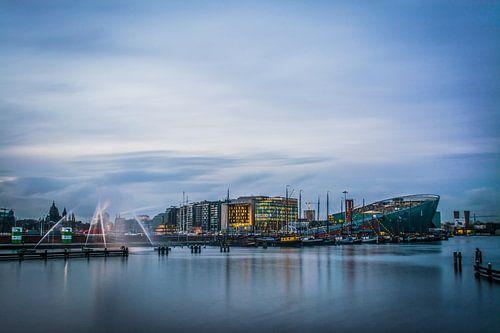 OOSTERDOK tijdens Amsterdam Light Festival. van Renzo Gerritsen