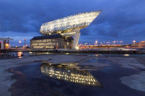 Port of Antwerp by night. von Alexis Breugelmans